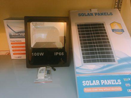 Đèn năng lượng mặt trời và tấm pin