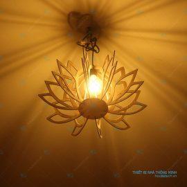 Đèn trang trí hình búp sen bằng gỗ